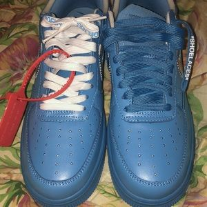 Im selling a pair of nike blue forces brand new